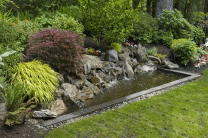 Modern-Backyard-Gardening-Ideas-With-Pond-Backyard-Water-Features-600x398