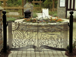 05 Awesome-Gate-Metal-Garden-Art-on-Patio-Ideas